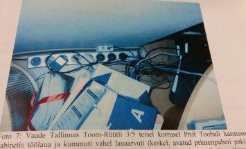 Kott Hannes Rummi kirjadega seisis Toobalil laua all põrandal.