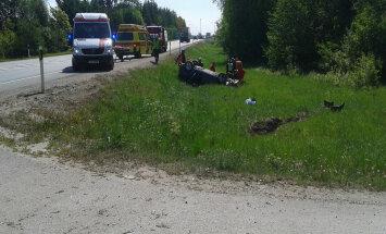ФОТО: Тяжелая авария в Йыгевамаа — водитель заснул за рулем, автомобиль вылетел с дороги