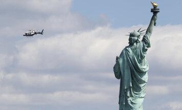 FOTOD: New Yorgis asuvast kuulsast vabadusesambast leiti kahtlane pakk, inimesed evakueeriti