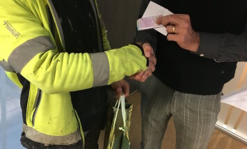 Harukordselt aus mees tagastas sotsiaalmeedia abiga Ülemiste parklast leitud 520 eurot omanikule
