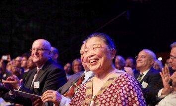 Esiplaanil naerab Helen Lee, kes võitis galal rahva lemmiku preemia. Ta leiutas arengumaadele mõeldud odavad ja tõhusad diagnoosikomplektid.