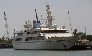 ФОТО и ВИДЕО: Из шикарной яхты Саддама Хусейна сделали отель для моряков