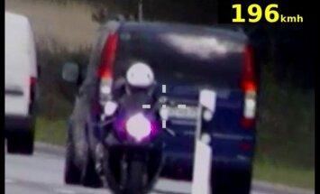 Летевшую со скоростью около 200 км/ч мотоциклистку отправили под арест