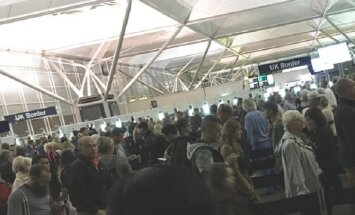 Очередь из пяти тысяч пассажиров привела к коллапсу в лондонском аэропорту