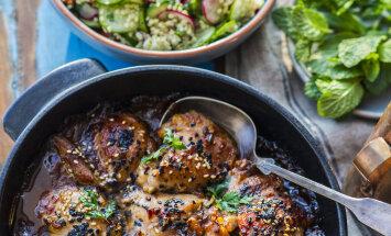 Sõbrapäeva RETSEPT: Kleepuvad magusvürtsised kanakintsud hirsi-tabbouleh salatiga
