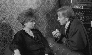"""1993. aastal mängis Ulfsak Agatha Christie romaanil põhinenud telelavastuses """"McGregori juhtum"""". Pildil koos Carmen Mikiveriga."""