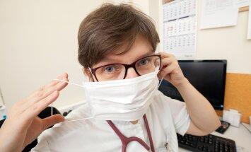 Tallinna Lastehaigla vastuvõtuosakonna arst Ülle Uustalu soovitab alustada ennetava raviga kohe, kui keegi pereliikmeist on grippi jäänud.