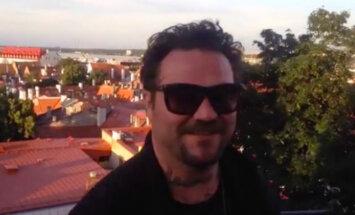 """TOHOH! Endine """"Jackassi"""" staar Bam Margera on taas Tallinnas ja valmistub helikopterist välja hüppama"""