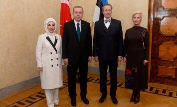 FOTOD: Türgi riigipea saabus Kadriorgu kohtuma president Ilvesega