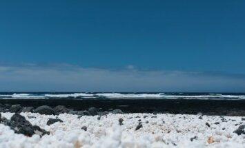 Необычный пляж у бухты Попкорна в Испании