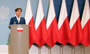 Poola peaministri Beata Szydło valitsus annab mõista, mis neile ei meeldi. Valitsuse pressikonverentside saalist visati välja EL-i lipud ja sinna jäeti ainult punavalged.