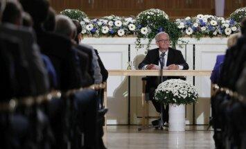 Valimiskogu juhatanud Eiki Nestoril ei jäänud laupäeva õhtul üle muud kui tänada valimiskogu liikmeid pingutuse eest ja saata valimised tagasi riigikokku.