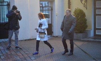 DELFI FOTOD: Stenbocki majas istuti täna kaheksa tundi koos, Taavi Rõivas esitas IRLile ja sotsidele võimalikke kompromisse