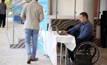 Реформа: у инвалидов не отнимут пособия, но добавят новые возможности