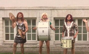 VAATA: Kuum värk! Ansambel Traffic tõmbab uues muusikavideos parukad pähe ja minikleidid selga