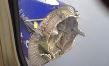 ФОТО: В США пилоты посадили Boeing с развалившимся в воздухе двигателем