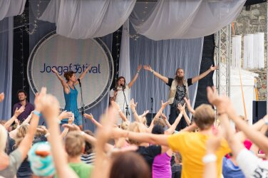 61d9e5ed2ea SUUR GALERII! Tänavune Joogafestival lõi osalejarekordeid