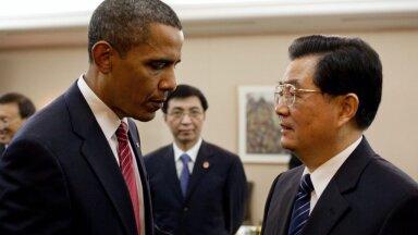 Kes on pildil kõige tähtsam? Wang Huning vaatab kuidas Hiina President Hu Jintao räägib USA Presidendi Barack Obamaga Toronto G7 tippkohtumisel.