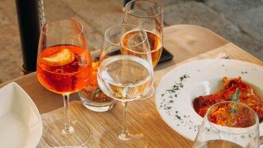 Можно ли пить простоявшее открытым вино