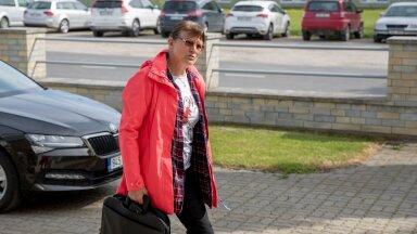 Juunis Haapsalu kohtumajja istungile minnes Kobin veel ei teadnud, et peab päriselt ligi aasta hiljem vangi minema.