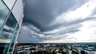 Äikesepilved Tallinna kohale saabumas