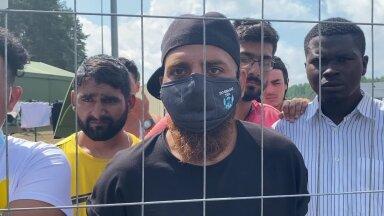 VIDEO ja FOTOD LEEDUST   Migrandid kuulutavad, et ei ole loomad, nõuavad advokaate ja läbirääkimisi EL-iga