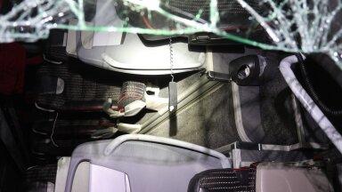 FOTO | Lux Expressi reisibuss sõitis Lihula kandis teelt välja ja paiskus kummuli