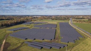 Eesti on sisuliselt kolme aastaga täitunud päikeseparkidega.