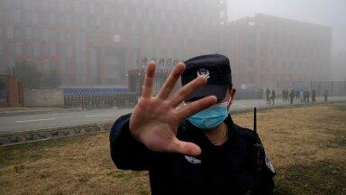 ÄRA TULE! Kui WHO delegatsioon tuli Wuhani viroloogialaborisse olukorda uurima, hoiti uudishimulikke eemal turvameeste abiga.