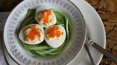 РЕЦЕПТ   Что делать с яйцами, оставшимися после Пасхи? Рецепт красивого яичного завтрака от таллиннского повара и блогера RusDelfi