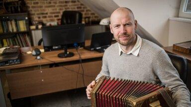 Viljandi Pärimusmuusika Keskuse juht Tarmo Noormaa on ka ise pillimees ega kujuta ette, et teeks seda tööd ilma muusik olemata.