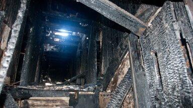 """Полный абсурд: клещ-арендатор """"вцепился"""" в сгоревший дотла дом и отказывается выселяться"""