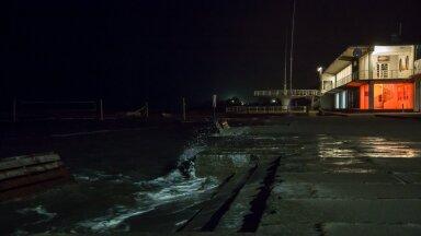 Torm öösel Pärnu rannas.