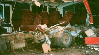 Veoki laastamistöö oli nõnda ränk, et päevinäinud PAZ-bussil oli üks külg sootuks puudu.