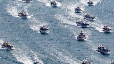Jaapani plaan tõi kaasa sellevastased protestid mitmes riigis. Pildil merel toimunud meeleavaldused 30. aprillil, kus osalesid Lõuna-Korea kalurid. (foto: EPA / Scanpix)
