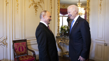 Naeratavad Putin ja Biden