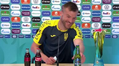REUTERSI VIDEO   Ukraina jalgpalliäss viskas Cristiano Ronaldo üle nalja: Coca-Cola ja Heineken, võtke minuga ühendust!