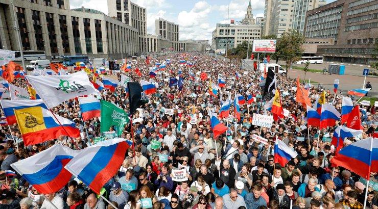 Tuhanded tulid Venemaal tänavaile nõudma opositsiooniliidrite õigust valimistel osaleda