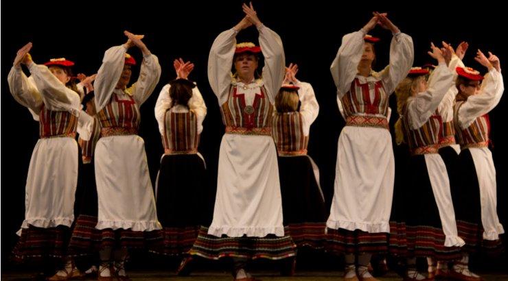 Jõgevamaa naisrühmad valmistuvad tantsupeoks Puudutus: