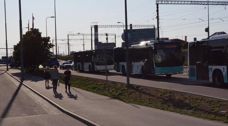 VIDEO | Ülemiste keskuse juurde jäetud kohver sulges liikluse