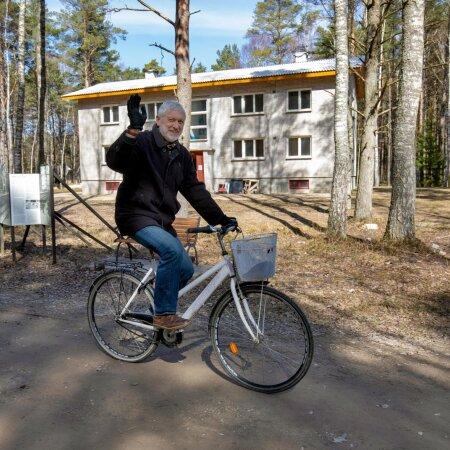 Heiki Pärdi ja Eesti Vabaõhumuusemi uhiuus eksponaat, muuseumi sünnipäeval avatav kolhoosiaegne korrusmaja. Sellest, millised saavad olema maja neli korterit, lugege kõrvalloost.