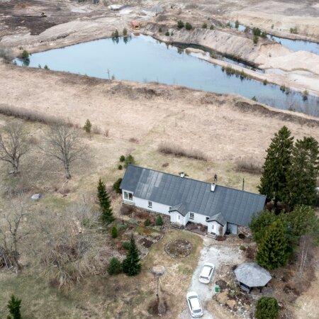 Karjäär on ka praegu Kivimäe talust kiviga visata. Nüüd aga tahetakse seda talust suisa viieteise meetri kaugusele tuua.