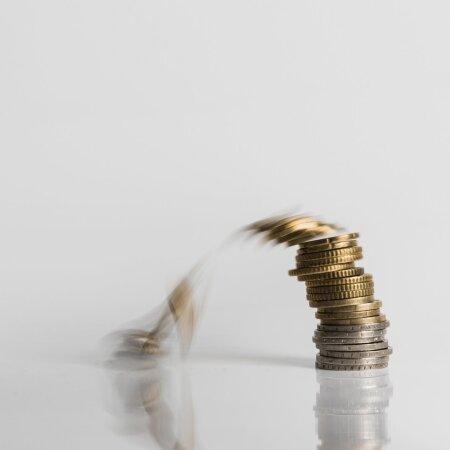Raha pudeneb ka lätlastele.