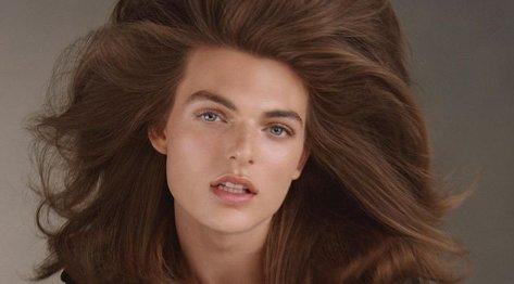 Nagu ema suust kukkunud! Liz Hurley 17-aastane poeg näitab modellinduse ilusid ja võlusid