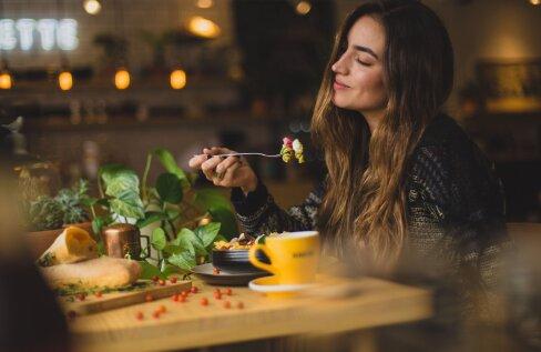 Kui hilisõhtune snäkk on osa sinu rutiinist: kuidas mõjutab see sinu seedimist, und ja kehakaalu?