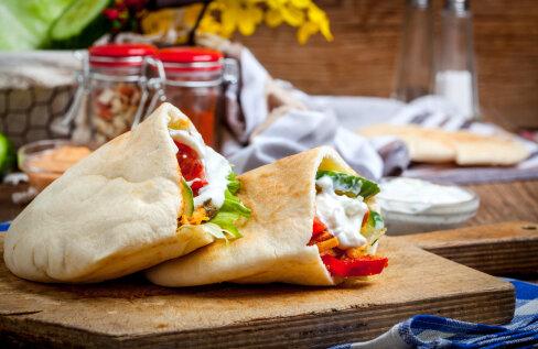 RETSEPT | Mõnus amps — Kreekast inspireeritud pitataskud sobivad nii lõunasöögiks kui tervele perele õhtueineks