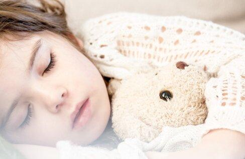 """Pikalt välismaal elanud naine kurnatud eesti emadele: panen oma 2-aastase kell 19 magama. Just nii """"isekas"""" ma olengi"""