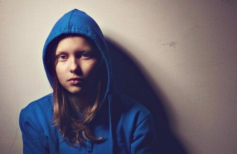 Kolmandik Eesti kooliõpilastest vigastab end tahtlikult | Teismelise tütre ema: ta ütles, et tal on koguaeg külm ja käib sellepärast pikkade käistega