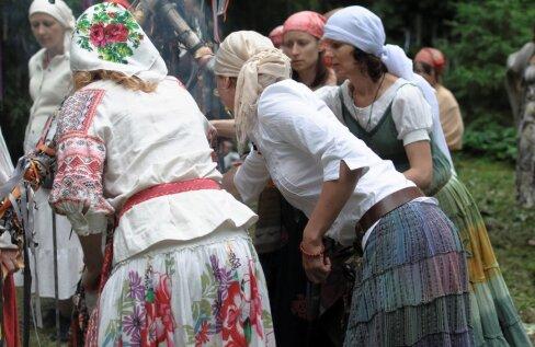 Leesoja nõid Thule Lee pööripäeva pudruriitusest: pudrutegu on ainult naiste tegu. Mehed võivad rituaali kaasa teha, kui neil selleks julgust jagub