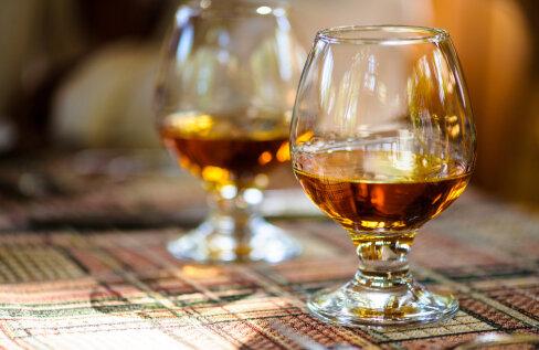 Desovahend on kallim kui Hennessy konjak! Sotsiaalmeedia nõretab desovahendite ja näomaskide pakkumistest